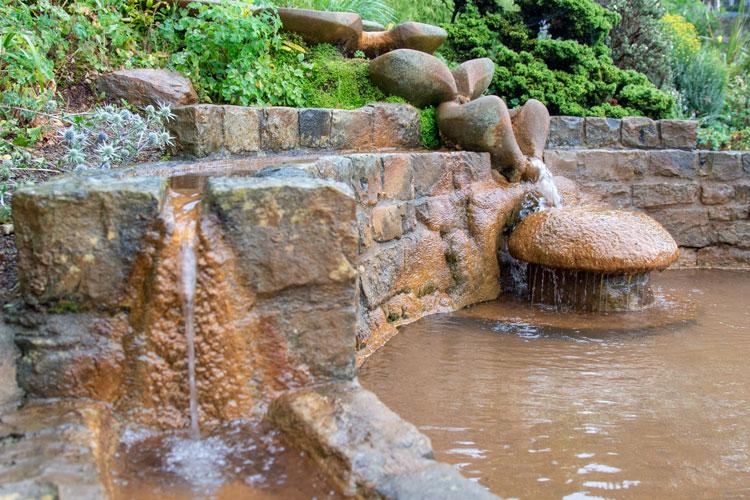 Chalice Well vandfald