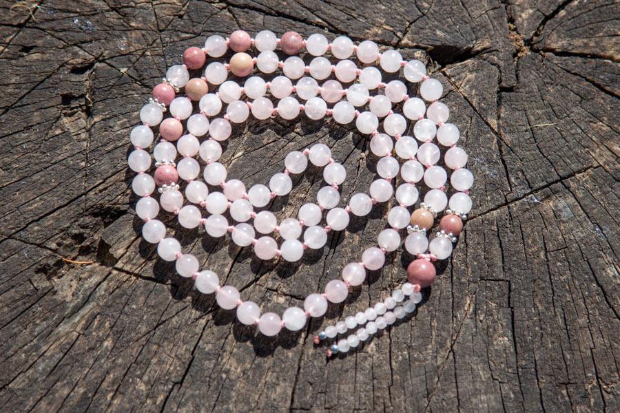 Rosenkvarts mala med perlekvast